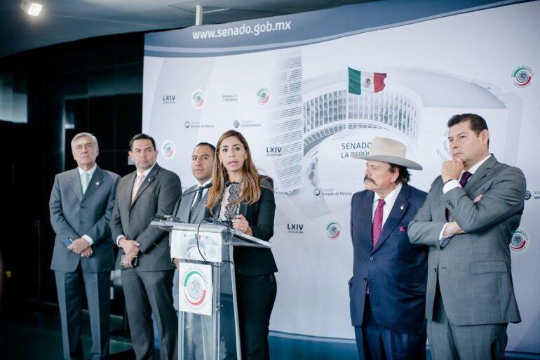 Marybel Villegas con Senadores